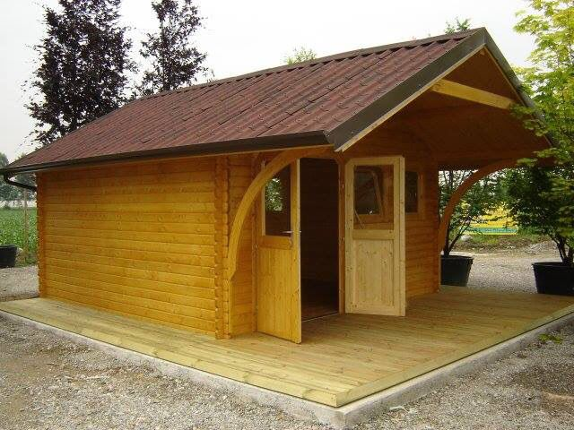 Casetta in legno trattato su misura