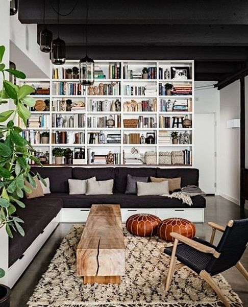 Built in seating couch and bookshelves