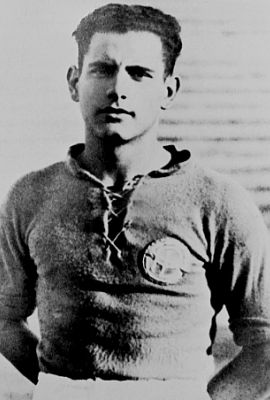 Fulvio Bernardini (Rome, 1 January 1906 – 13 January 1984) – One of the best players in the history of AS Roma. One of the most important figures in Italian football, a player, coach, scout, pundit and sportsman in general. Fulvio Bernardini was the archetypal deep-lying midfielder in the metodo (WW) formation, and advocate of the sistema (WM) formation and good football over the course of his coaching career. He was the undisputed leader during his 11 seasons with the Giallorossi.