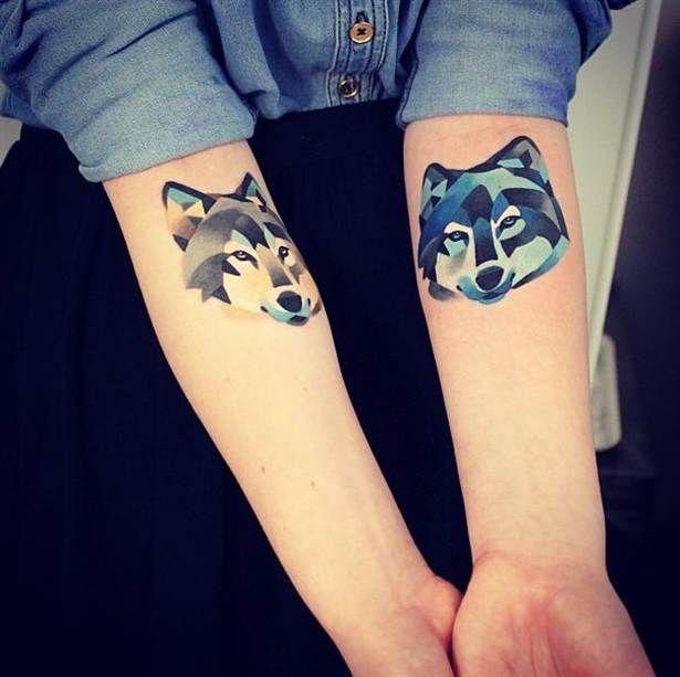 4. Eller en geometrisk tatuering för varg-älskaren?