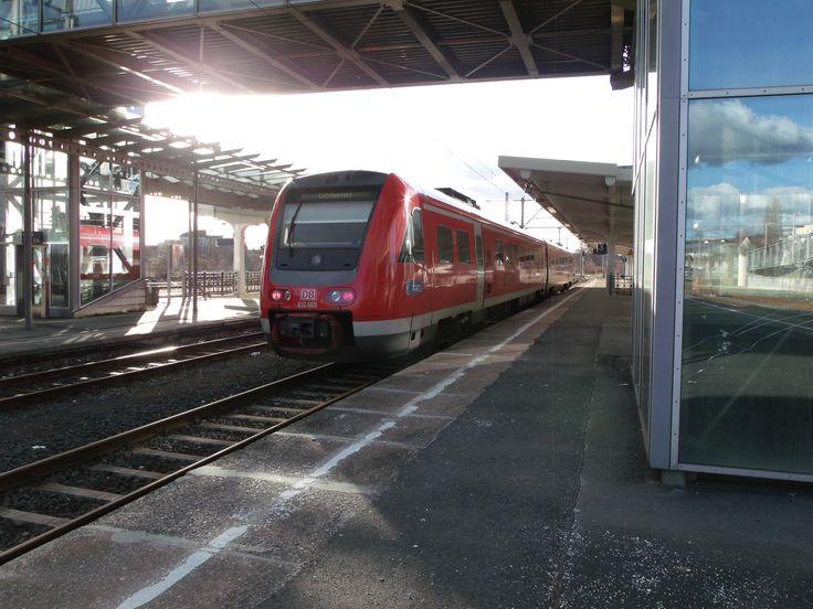 Dieser RE wird sich in Kürze auf den Weg nach Lichtenfels im Freistaat Bayern machen.
