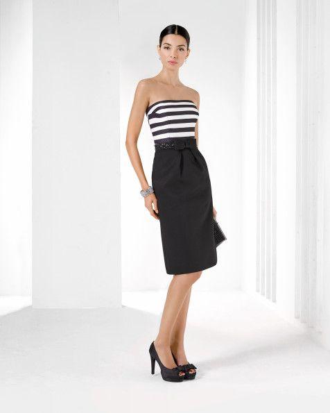 Короткое платье из ткани пике в полоску с отделкой бусинами. Цвет: черный.