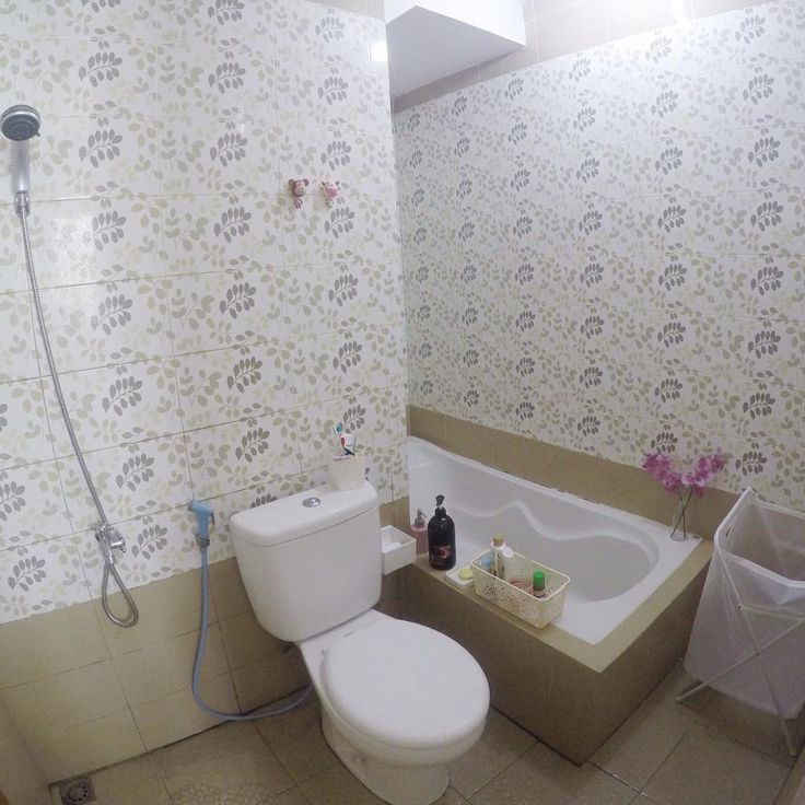 Dekorasi Kamar Mandi Dengan Wallpaper Dinding