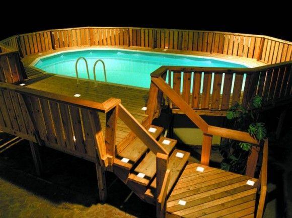 L'accès et la balustrade habillent cette piscine à merveille