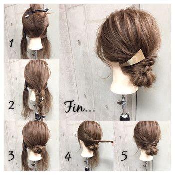 サイドの髪を残して、後ろで三つ編みをしてシニヨンを作り、サイドの髪をねじってシニヨンに巻き付けるだけ♪ トレンドの三角バレッタもぴったりです。