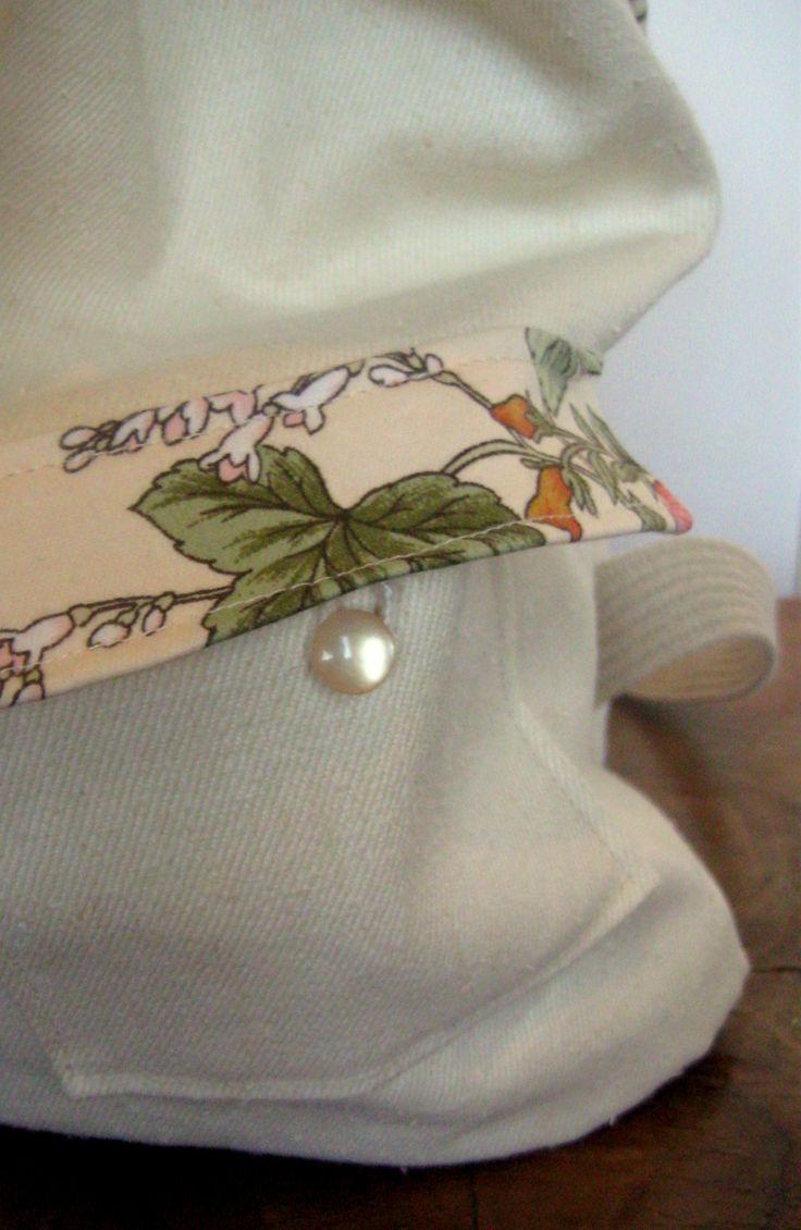 totalnie jasny z akcentem kwiatowym kieszonka zapinana na guziczek  #bag #plecak #zet www.facebook.com/szycie.zet