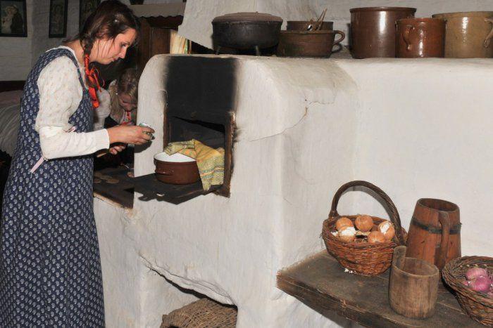 Iný kraj, iný mrav, ale aj odlišné jedlo. Každý kút Slovenska disponuje receptami, ktoré sú charakteristické pre danú oblasť. Tak je to aj u nás. Prinášame vám 5 špecialít našich starých mám, ktoré vám určite zachutia.