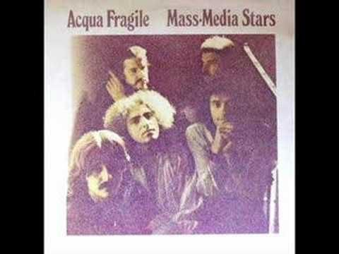 Acqua Fragile - Mass media stars    Odd Vocals, killer bass
