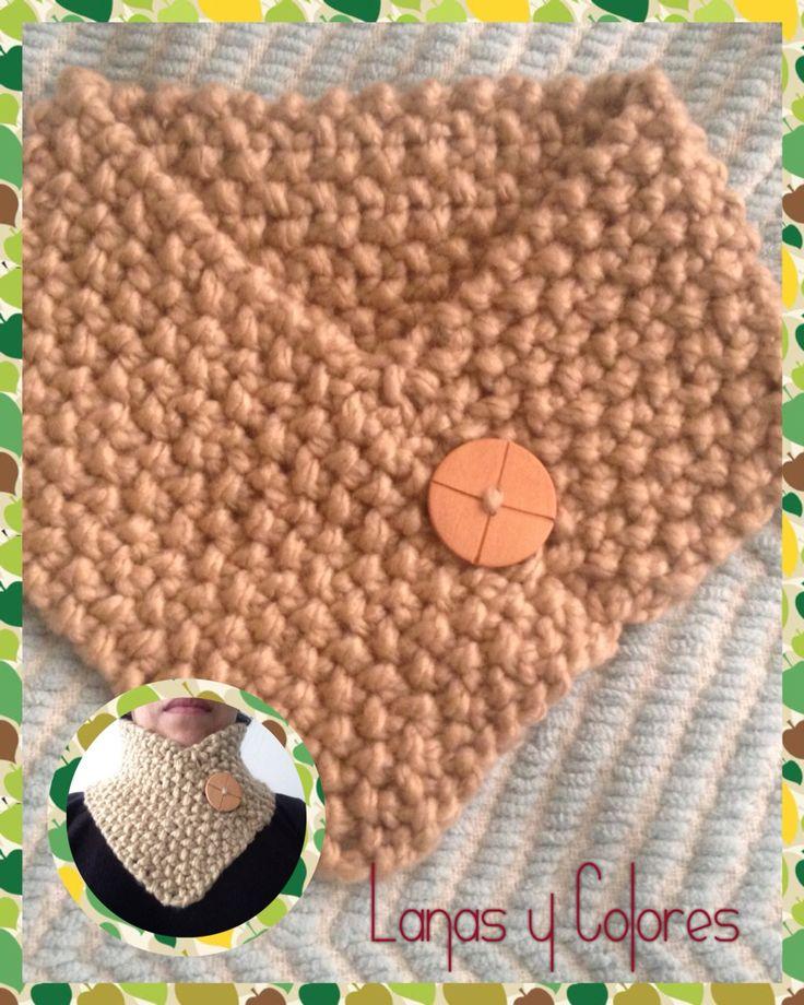 Cuello lana anti alérgica con adorno de botón de madera   $2500
