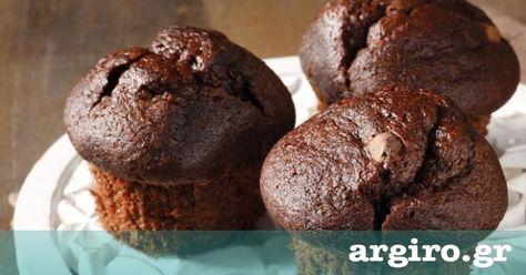 Μάφινς με σοκολάτα από την Αργυρώ Μπαρμπαρίγου | Το μάφιν σοκολάτας είναι ένα λαχταριστό γλυκό σνακ για να δώσετε στα παιδιά στο σχολείο – θα ενθουσιαστούν!