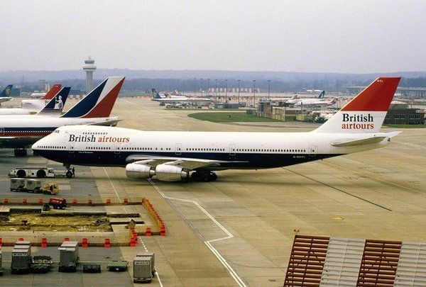 Vintage Airliners - British Airtours Boeing 747-200B at Gatwick, 1984 - wikimedia
