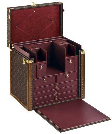 Malle écritoire de Louis Vuitton.