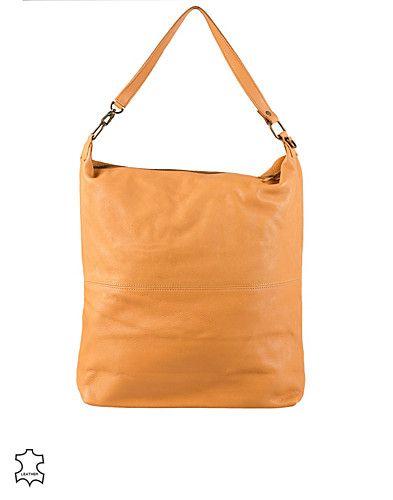 Handväska i läder från PIECES. Försluts med dragkedja och innehåller ett fack med dragkedja. Avtagbar handtagsrem. Kan också användas som clutch och vikas på mitten. Tillverkad av 100% Läder.