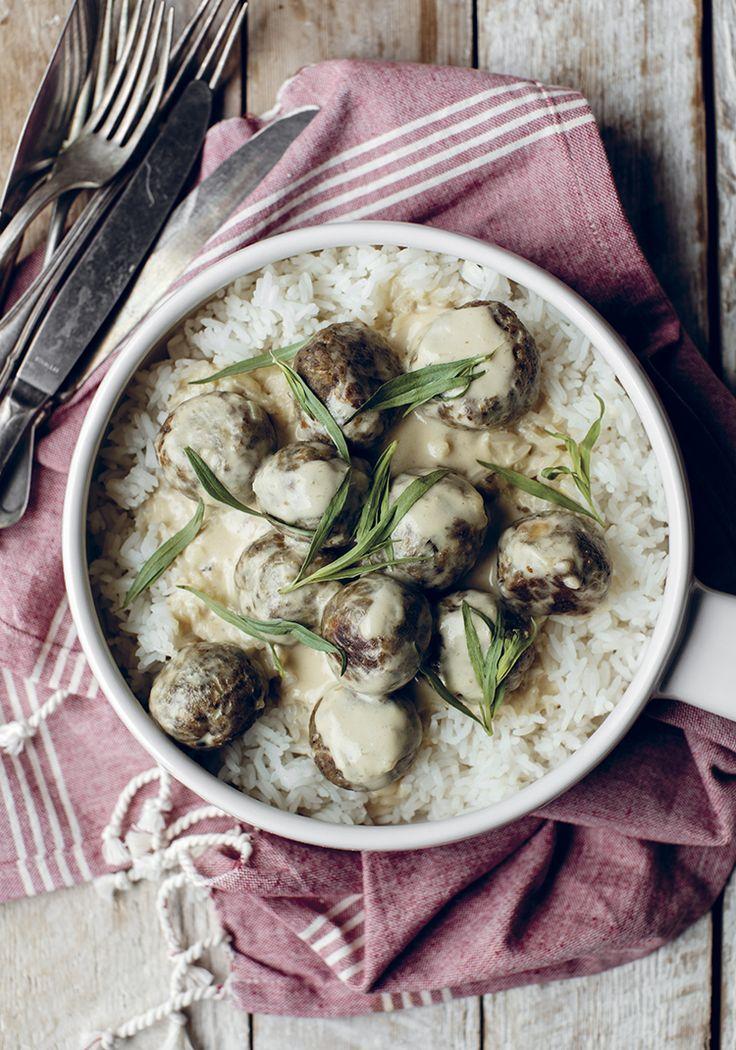 Boulettes de champignons, pois chiches & sauce à la crème et à la moutarde