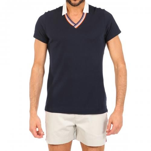SPENCER BLUE PIQUE COTTON POLO Spencer solid blue short sleeve pique cotton Polo. Ribbed cotton V-neck and contrast collar. COMPOSITION: 100% COTTON. Model wears size L he is 189 cm tall and weighs 86 Kg.