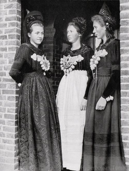 Frisian Women from the Island of Föhr.
