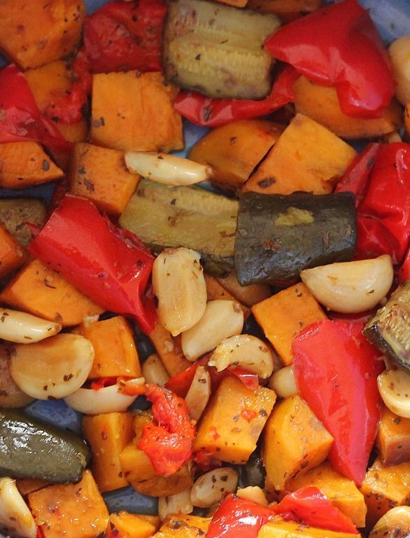 How to roast vegetables the easy way... in your slow cooker! http://chocolatecoveredkatie.com/2013/01/10/how-to-roast-vegetables-in-the-slow-cooker/