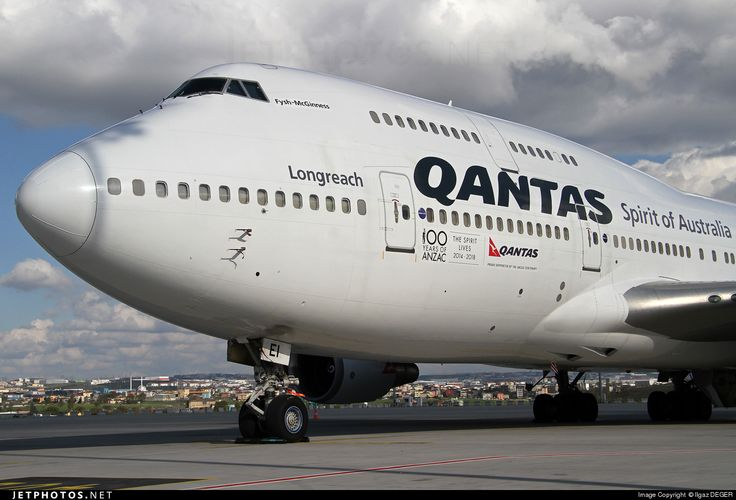 Qantas B747-438 VH-OEI wearing the legend of 100 years of ANZAC (Australian and New Zealand Army Corps)
