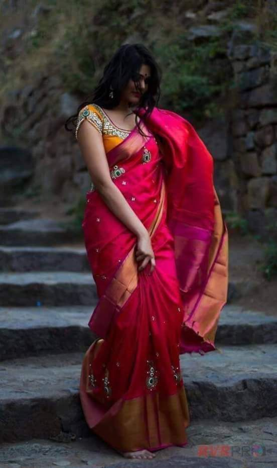 """""""Weekend saree sale"""" Pls call/whatsapp +919600639563. Code: pac drkpnk Price: 5999/- Material: Pure silks saree  For booking and further details pls call or hatsapp us at +919600639563. Happy shopping y'all :) Be Beautiful :)"""