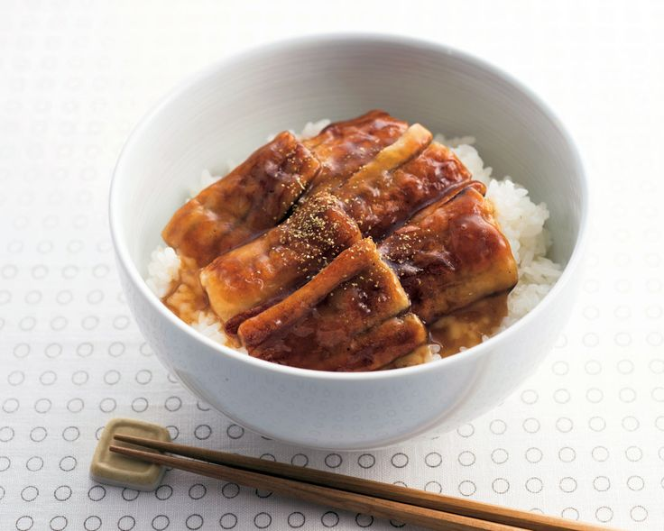 もうすぐ土用の丑の日です。そこで、「ウナギのかば焼き風丼」のレシピをご紹介!教えてくれたのは、食費1か月1万円という超低予算生活で話題を呼んでいるカリスマ主婦の武田真由美さんです。材料はちくわのみ!「格安でごちそう気分が味わえる、ピンチのときのお助けメニュー」。冷めてもおいしいから、お弁当にも使えます。 ち