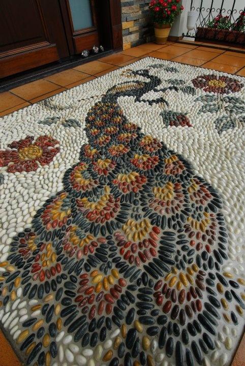 mosaico piedras pavo real