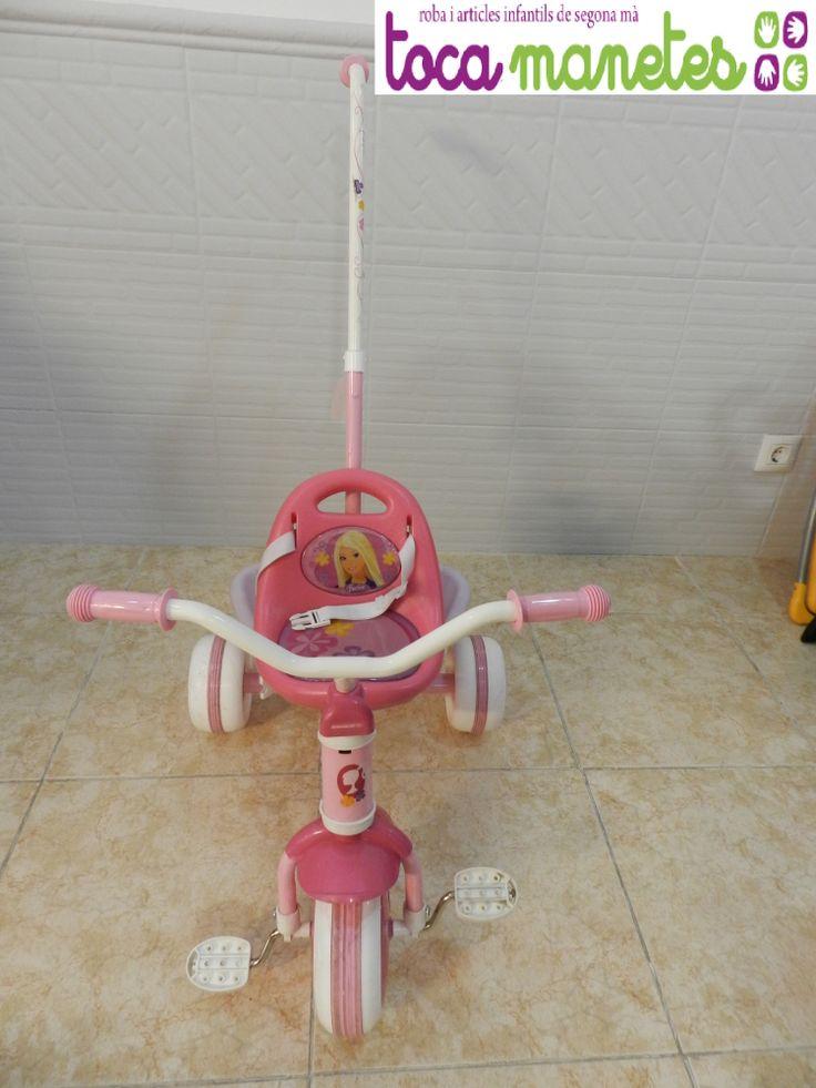 Triciclo rosa Barbie. Con mango desmontable para adaptarlo cuando lo necesites. PVP TocaManetes: 30€.