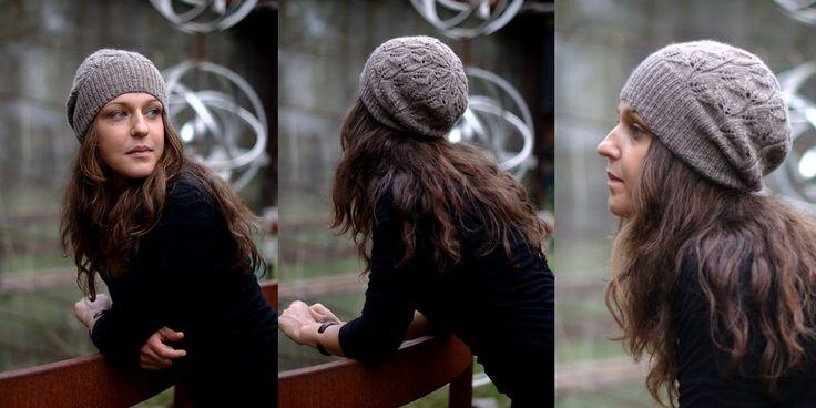 Шапка с листьями спицами со схемой и описанием. Вязаная спицами шапка узором из ажурных листьев с бесплатным описанием и схемой для четырех размеров.