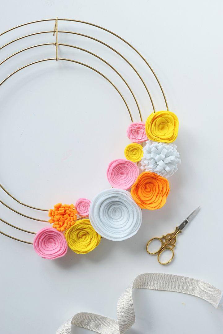 Make this modern DIY Felt Flower Wreath!
