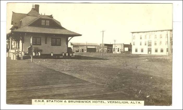 RP: C.N. Railroad Train Depot, Brunswick Hotel , VERMILION , Alberta , Canada , 00-10s Item# SCVIEW106438 (127661883)