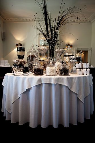 Candy buffetBlack And White, Black White, Wedding Candies Buffets, Parties Ideas, Chocolates Candies, Candies Bar, Round Tables, Weights Loss, Candies Tables