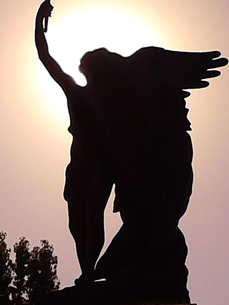 la estatua del aura