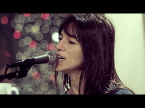 ▶ Charlotte Gainsbourg - Heaven Can Wait (Live on KEXP) - YouTube
