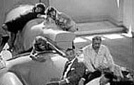 ナイルの河のから騒ぎ - Adrift on the Nile ★ 1971年/115分/モノクロ 監督:フセイン・カマール アラブ圏唯一のノーベル賞作家、ナギーブ・マフフーズの小説を基にして、第三次中東戦争前夜のカイロを舞台に、夜毎に乱痴気騒ぎを繰り広げるエリートたちの退廃を描く。https://www.youtube.com/watch?v=N3rEwrpJiko
