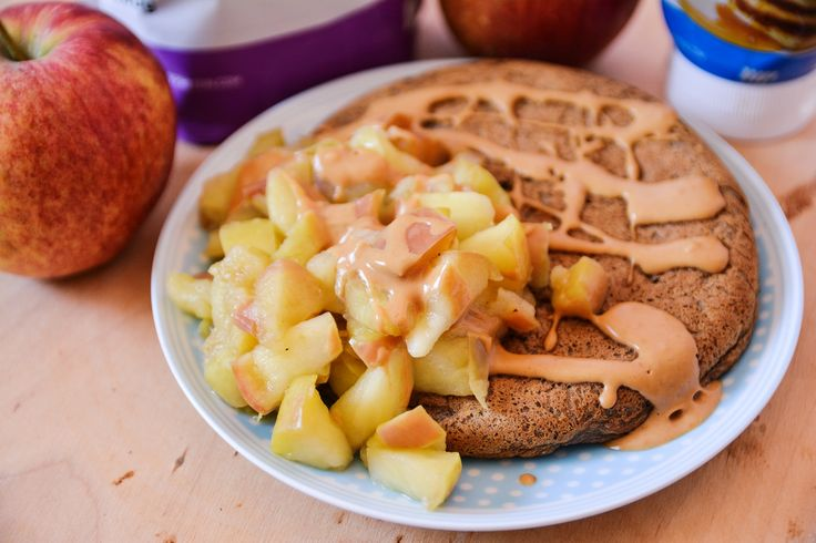 Dzisiaj mam dla Was kolejną omletową śniadaniową propozycję w wersji proteinowej . Uwielbiam jeść takie placki / omlety, bo są szybsze ...