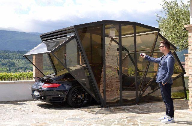 Da oggi non dovrete più preoccuparvi di dove sistemare la macchina. C'è GazeBox, un garage pieghevole che fa proprio al caso vostro. Potrete stare tranquilli che la vostra automobile sarà ben riparata dalle intemperie o dal sole cocente. Perché GazeBox è un vero e proprio posto auto coperto, che fa un po' da garage, un …