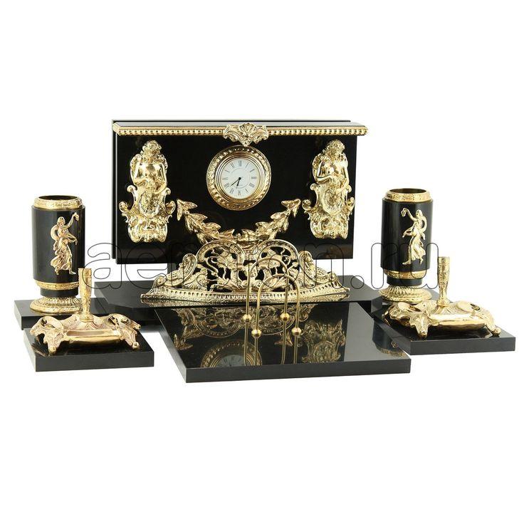 Настольный набор #ЭЛЕГИЯ (долерит) > http://www.aerston.ru/catalog/dolerit/ Настольно-письменный прибор является авторским изделием. При изготовлении набора использовался природный камень: #долерит, #латунь, #бронза. Содержание драгоценных металлов: #никель - 20 мкм, #золото (999,9) - 1,2 мкм. Габаритные размеры: высота 21 см, длина 50 см. Вес: 17 кг. #настольныйнабор #настольнописьменныйприбор #прибор #приборы #авторскиеукрашения #авторскиеизделия #красота #камень #природныйматериал…