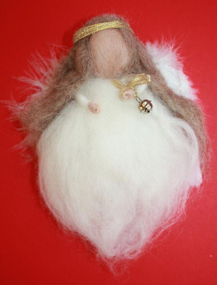 Dit is Aarde Engel Mahaiël Mahaiël behoort tot de kersteditie wolwezentjes. De kersteditie aarde engelen hebben een persoonlijke boodschap voor komend jaar bij zich voor hun mens.  Mahaiël's thema voor 2014 is acceptatie, ze stimuleert haar mens om zich regelmatig terug te trekken en om te luisteren. Het universum leid je stap voor stap <3