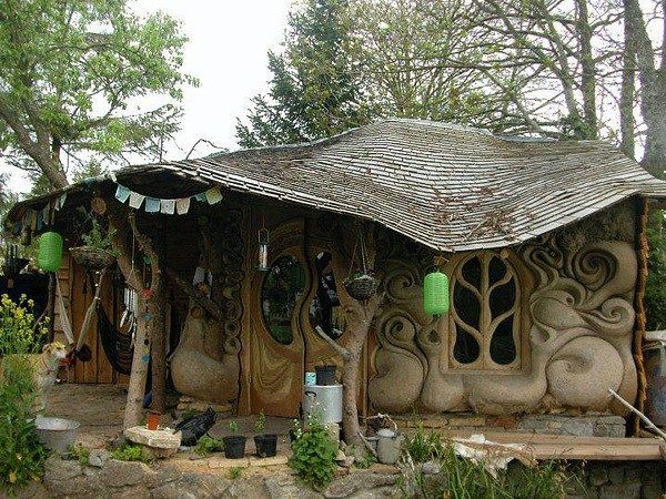 The following houses all have something in common: they look as if they've been taken out of a fairytale. They could easily fit into any Brothers Grimm story or fantasy movie, but still they are re…