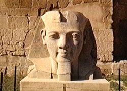 ラムセス2世像 (ルクソール神殿)