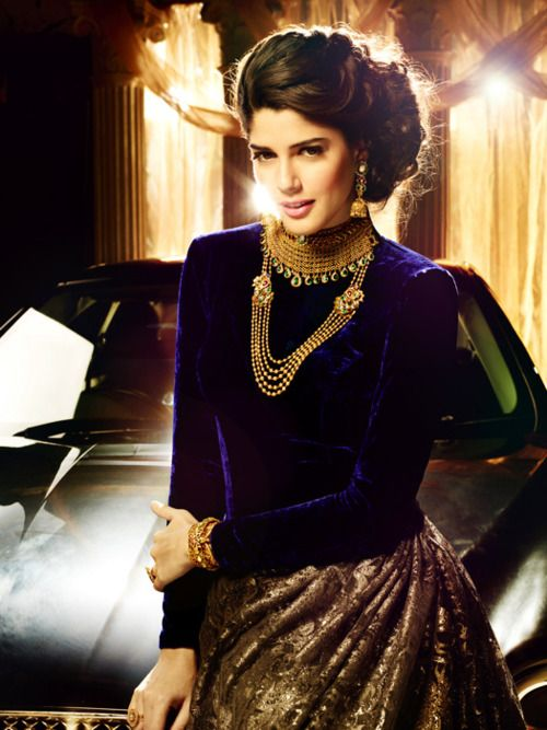 Love the plain velvet blouse with the heavy lehnga and gold jewelry