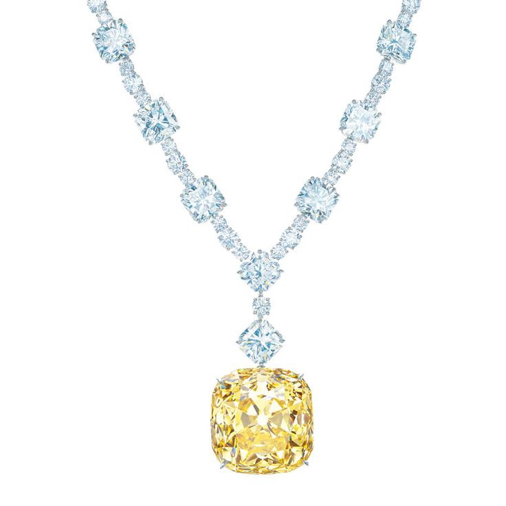 The finished Tiffany necklace with the 128.54-carat Diamond and white diamonds totaling more than 120 carats.