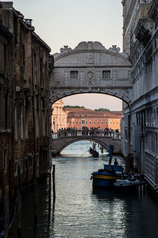 Ponte dei Sospiri, Venice, Italy (by Maëlick)