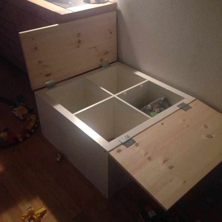 Simpel idee, speel / speelgoed tafel van een ikea vakkenkast. Wieltjes er nog onder en klaar