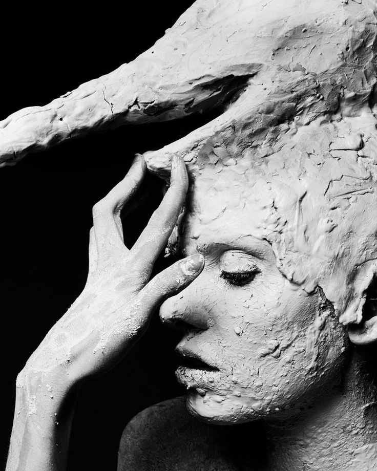 Gianluca Fontana Captures The Art of Sculpture in Tribute to Giacometti