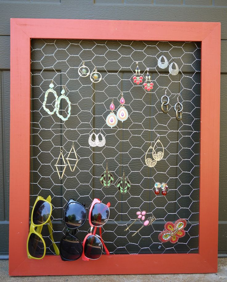Diy earring holder chicken wire frame possibly old for Very simple wire craft projects