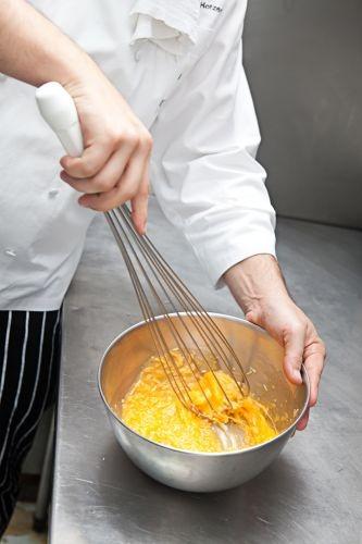 Passo a passo ensina a fazer um Spaghetti alla Carbonara - Fotos - UOL Comidas e Bebidas