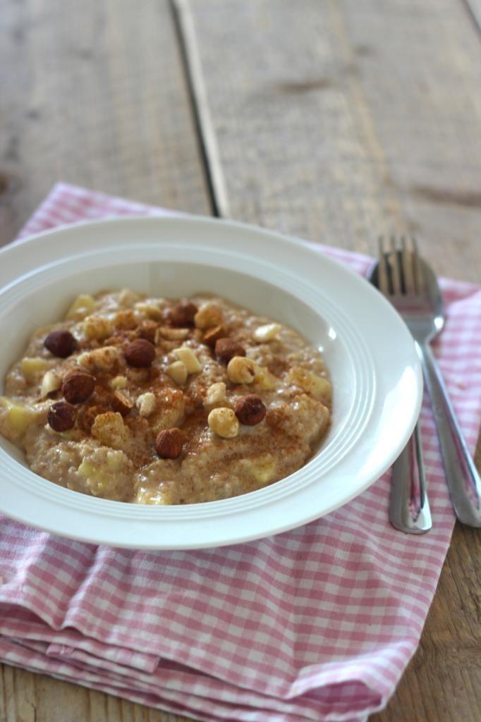 Lekker ontbijt: havermout met appel en kaneel - Lekker en Simpel Ook lekker met cacao en banaan!