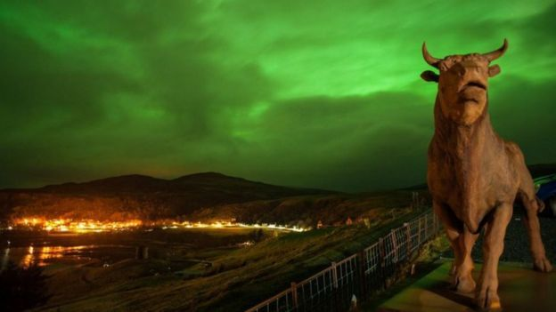 ༺✿༺The sky over Uig in the Isle of Skye was illuminated bright green, as captured by The Cowshed bunkhouse