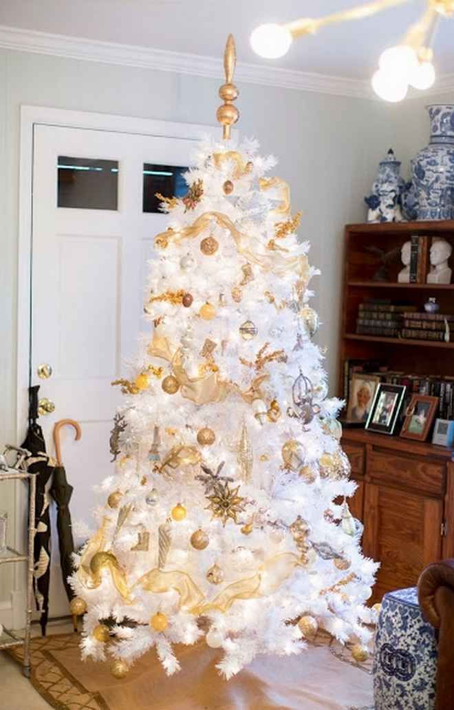 White Christmas Tree With Gold Decorations.On Christmas How To Decorate A White Christmas Tree Next