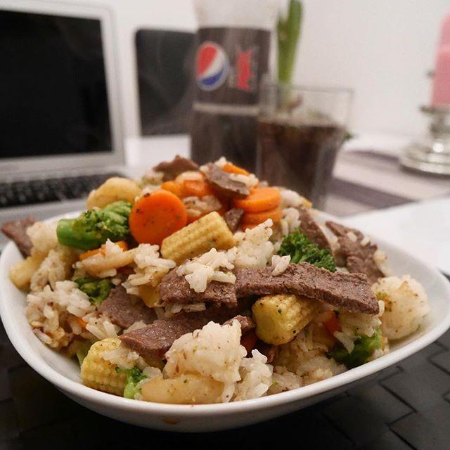Kvällens middag blev stekt lövbiff, wokgrönsaker och ris i kokosolja 😍🙌 https://www.instagram.com/amandassvenssons/